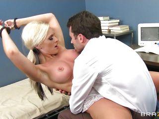 Порно с молодыми порнозвездами